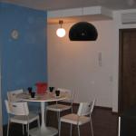 étkező-kék-fehér--festett-falak