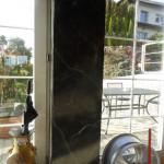 Wilu-autókereskedés-fekete-márvány